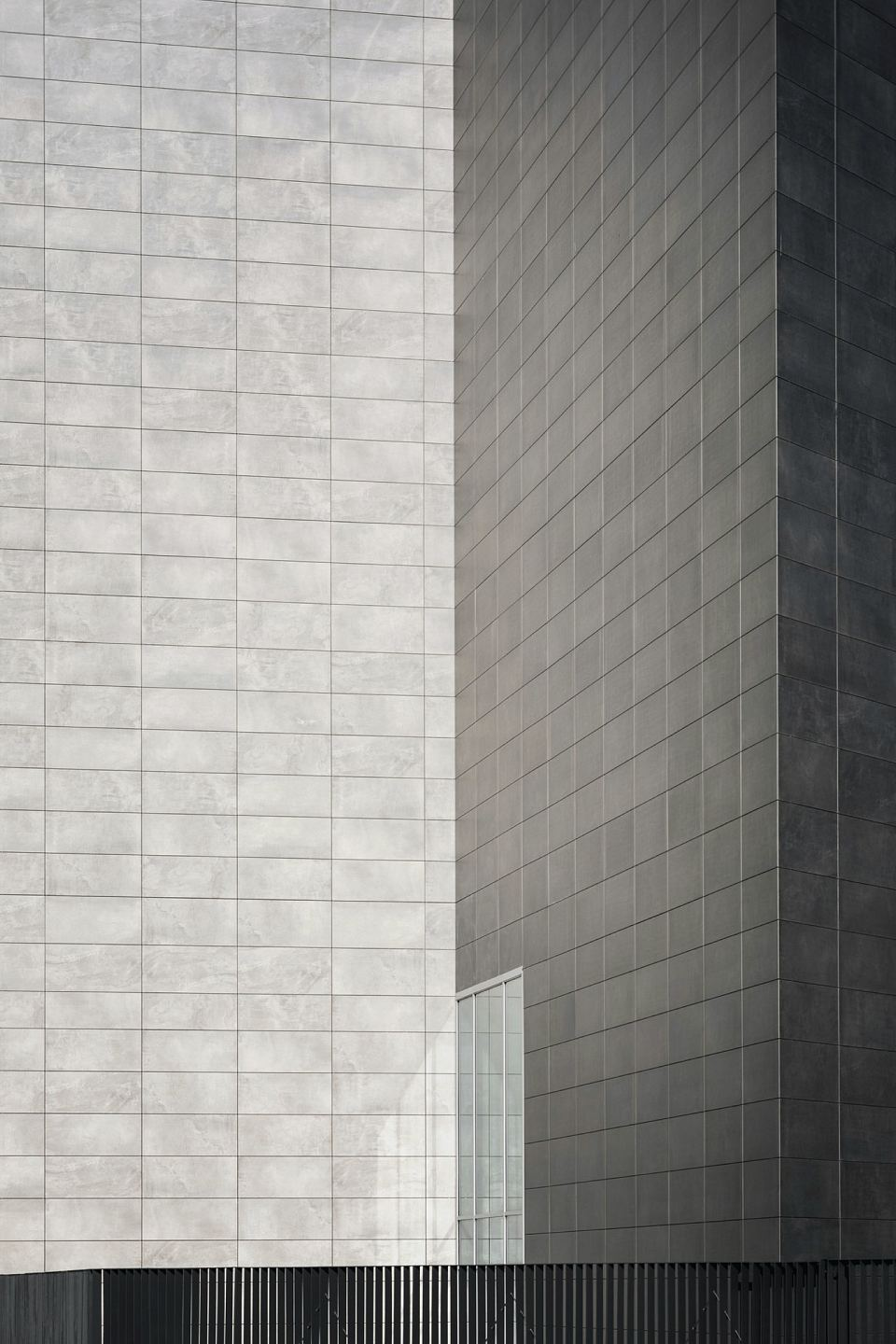 Facade in Core Shade Active in colours Cloudy and Sharp. De Castillia 23 by Urban Up, Gruppo Unipol, Milan.jpg